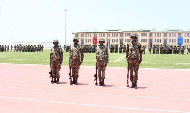 Ciidamo Kumandoos ah oo loo tababaray Somalia oo lagu wareejiyey DF (Video)