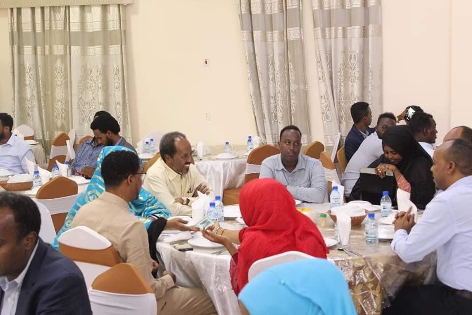 Xasan Sheekh Maxamuud oo la shiray xildhibaano ka tirsan BF Somalia + Ujeedka