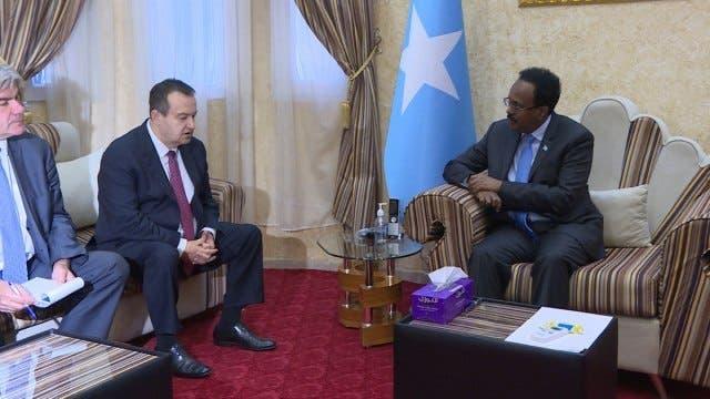 Wasiir ajnabi ah oo tagay Villa Somalia oo la yaabay Farmaajo kadib qarax dhacay