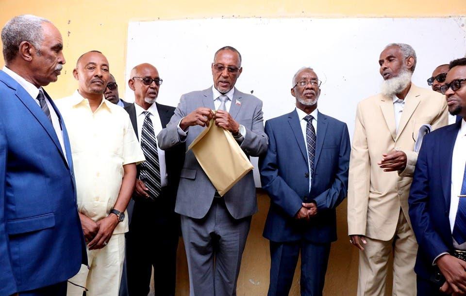 Sawirro: Madaxweyne Biixi oo daahfuray imtixaanka shahaadiga ee Somaliland
