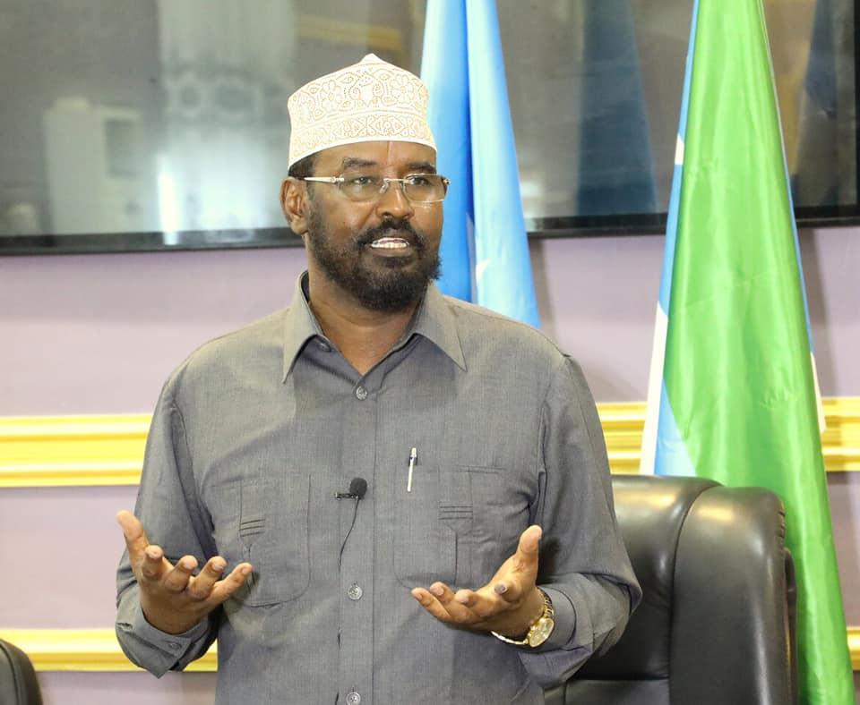 Axmed Madobe oo eedeyn culus u jeediyey FARMAAJO