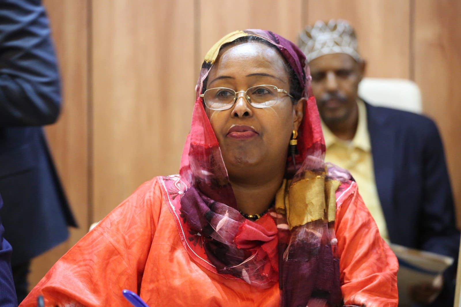 Daawo: Khadiija Diiriye oo la noqotay lacag kumanaan dollar ah oo ay u diri laheyd Barkhad Jaamac Batuun