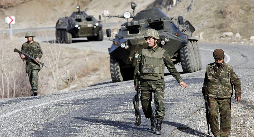 TURKIGA oo sameynaya dhoolla-tus militari xilli ay kasii dartay xiisadda Greece