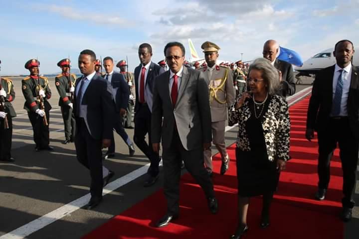 Madaxweyne Farmaajo oo gaaray Addis Ababa iyo qorshaha safarkiisa + Sawiro