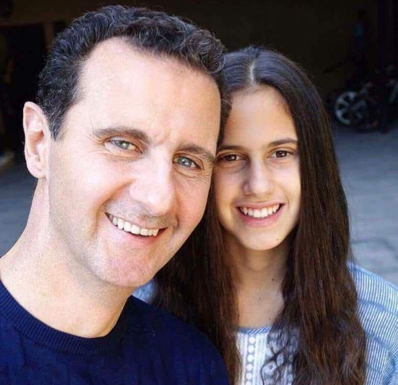 Askari Syrian ah oo jaceyl usoo bandhigay gabar uu dhalay madaxweyne Bashar Al-Assad – Maxaa xigay?