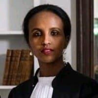 Safiya Roble-van Deursen: Gabadhii ugu horreysay ee Soomaali ah, oo qareen ka noqota Nederlands (Waraysi)