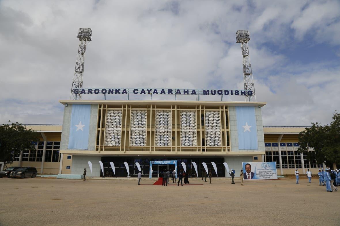 Sawirro: Farmaajo oo xariga ka jaray garoonka kubadda cagta ee Muqdisho Stadium