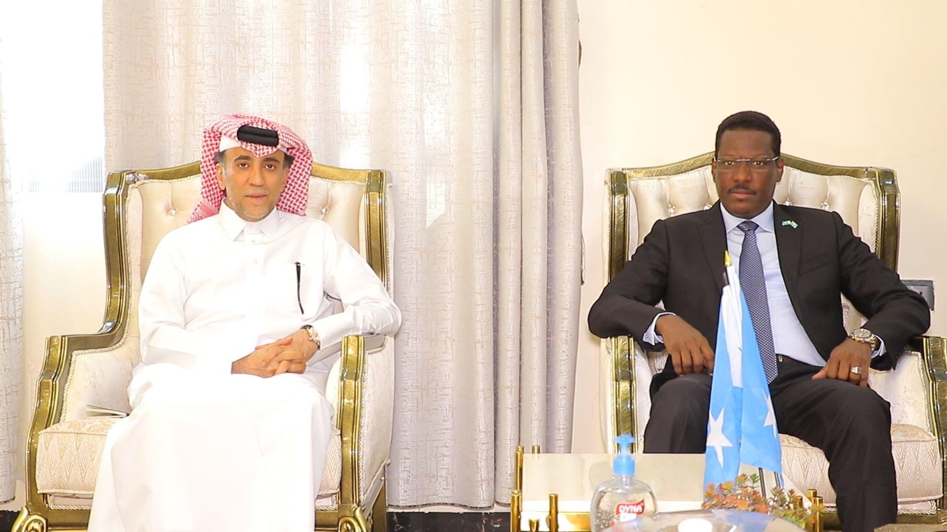 Sawirro: Safiirka Qatar iyo Qoor Qoor oo kulamo ka wada Muqdisho + Ujeedka