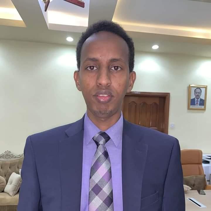 Xog: Arrintii yaabka laheyd ee maanta ka dhacday Villa Somalia ee keentay in xilka laga qaado C/risaaq Caato