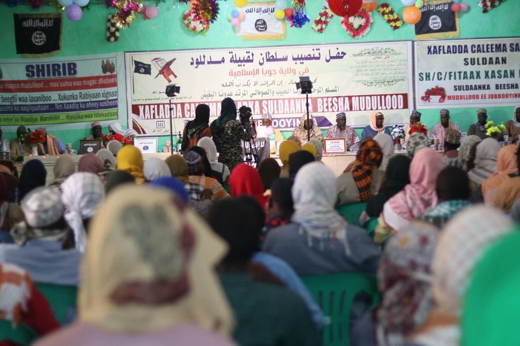 Sawirro: Shabaab oo caleemo saaray suldaan Mudulood ah