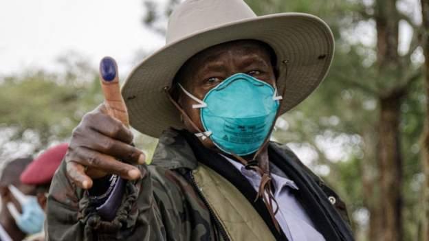 Museveni oo hoggaanka u haya doorashada Uganda