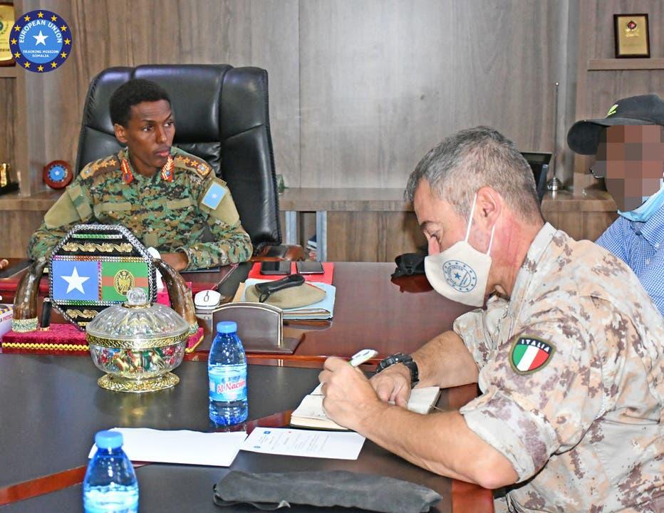 Sawirro: Muxuu Jeneraal Odowaa kala hadlay taliyaha Midowga Yurub ee Somalia?