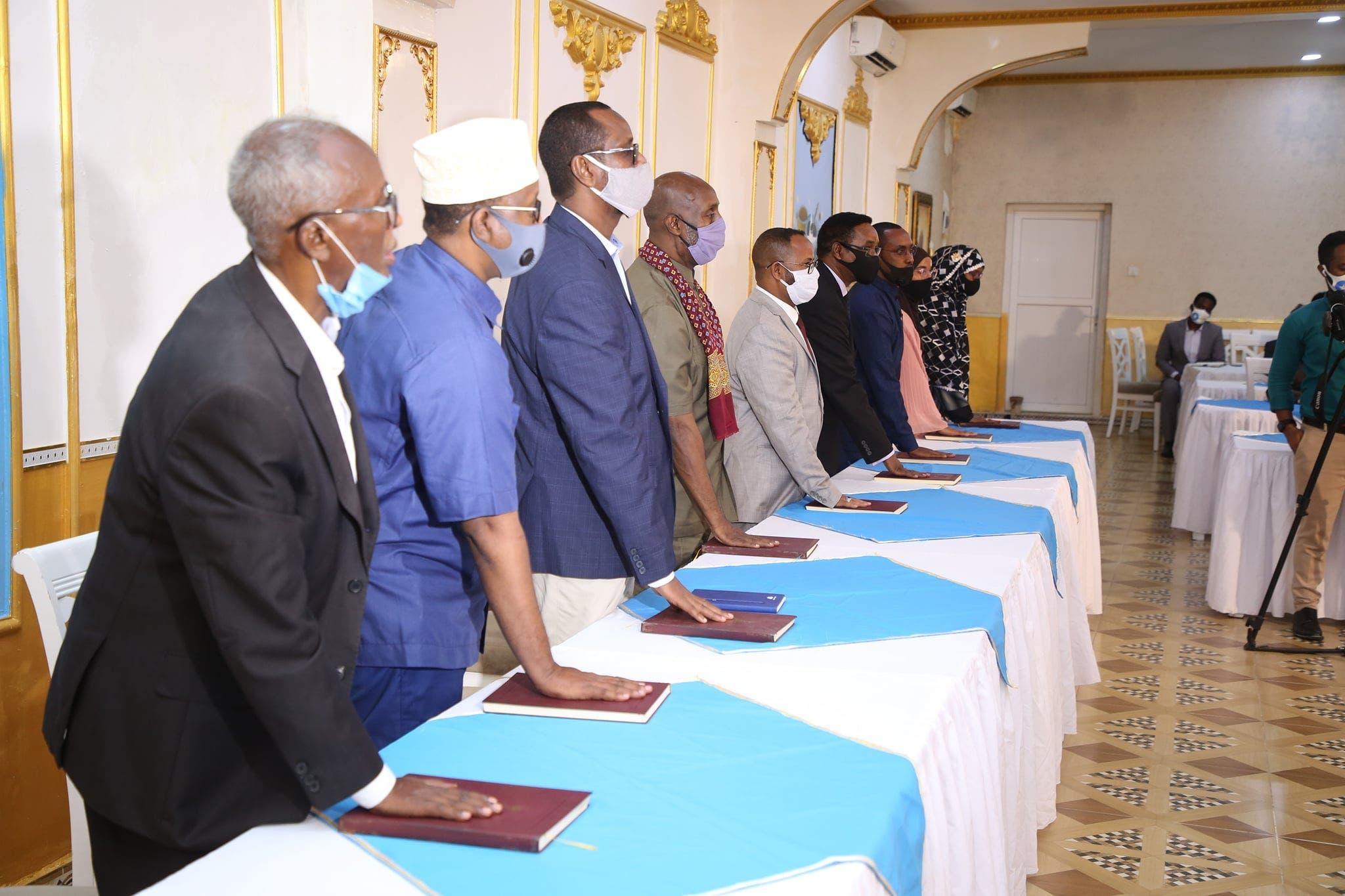DEG DEG: Aqalka Sare oo sharci-darro ka dhigay guddigii shalay lagu dhaariyey Villa Somalia