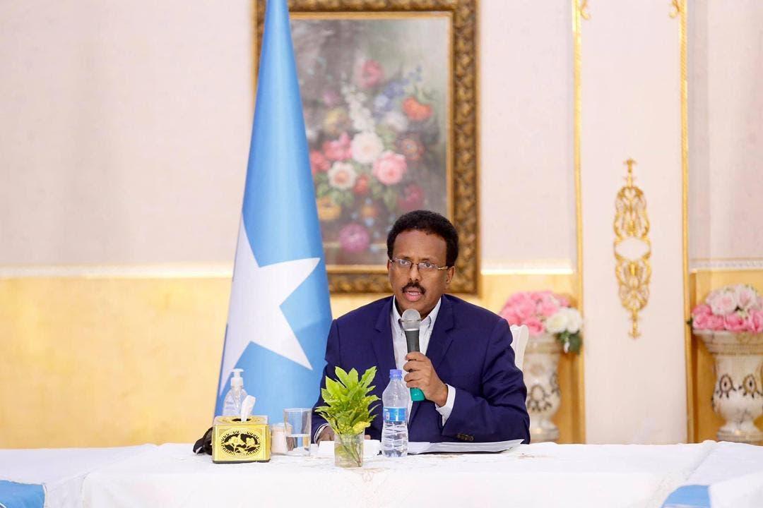 Sawirro: Farmaajo oo codsi u gudbiyey cuilmada oo uu kula kulmay Villa Somalia