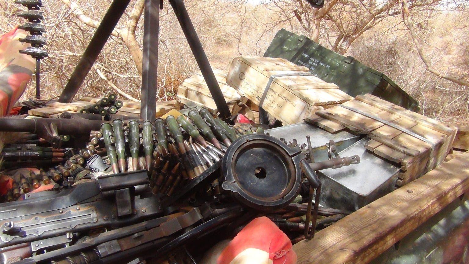 Sawirro: Al-Shabaab oo soo bandhigay gaadiid iyo hub 'ay ku qabsadeen' Camaara