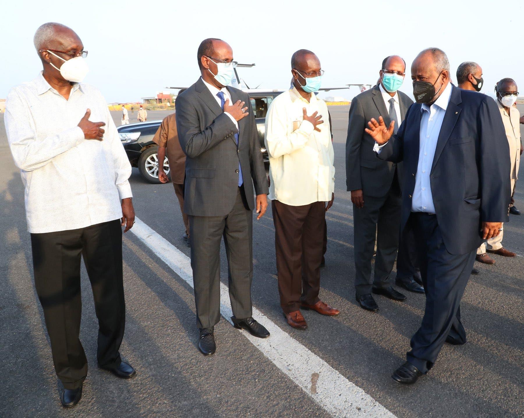 Sawirro: Madaxweyne Geelle oo maanta ku laabtay Jabuuti kadib wararkii laga faafiyey