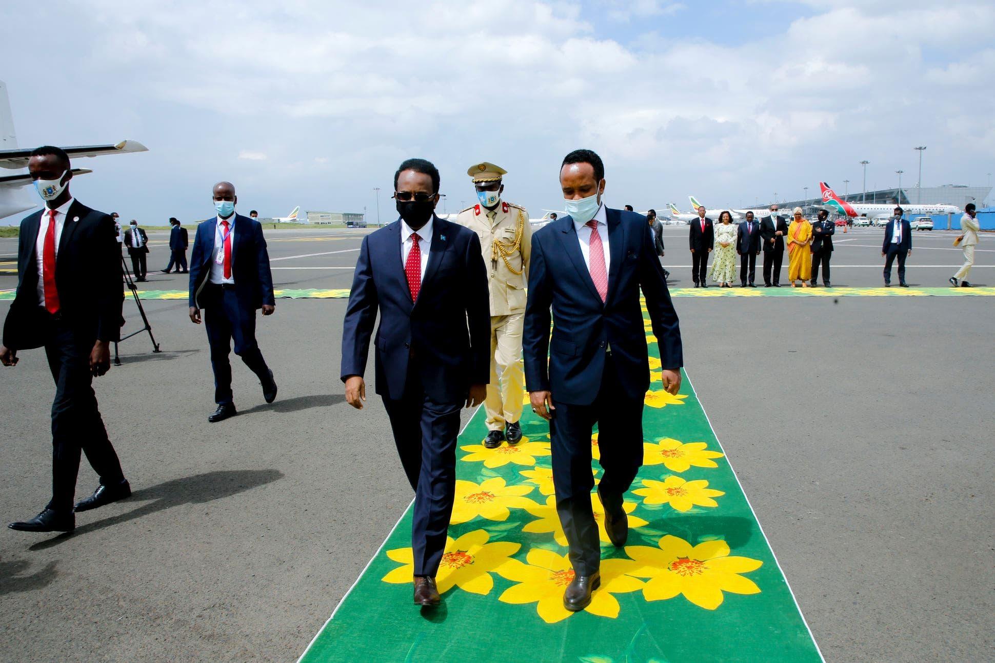 Sawirro: Sidee FARMAAJO loogu soo dhoweeyey Addis?
